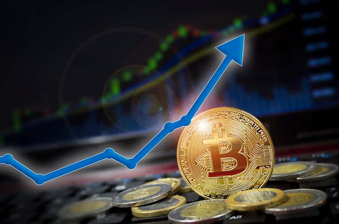Bitcoin hits $12,500 after 8 days of growth