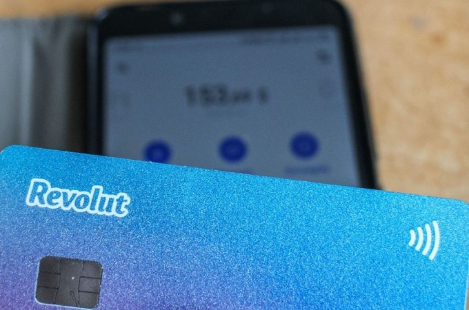 Revoluts Commission Free Trading, Digital banking platform